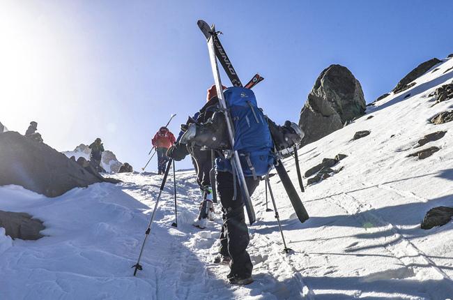 青海岗什卡世界滑雪登山大师赛:海拔4500米的对决