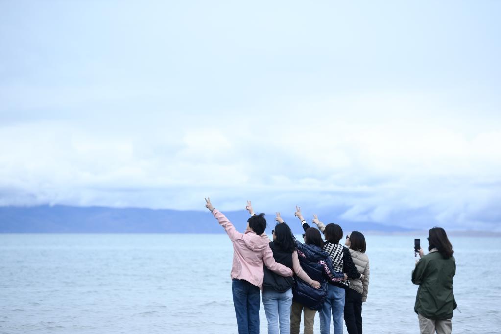 (新(xin)華全媒(mei)+)天空(kong)之眼瞰(kan)青海湖——高原大(da)湖的美麗蝶變(bian)